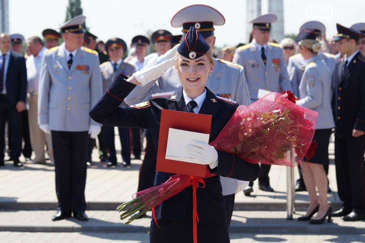 В Ростове на Театральной площади прошёл выпуск курсантов РЮИ, фото-4
