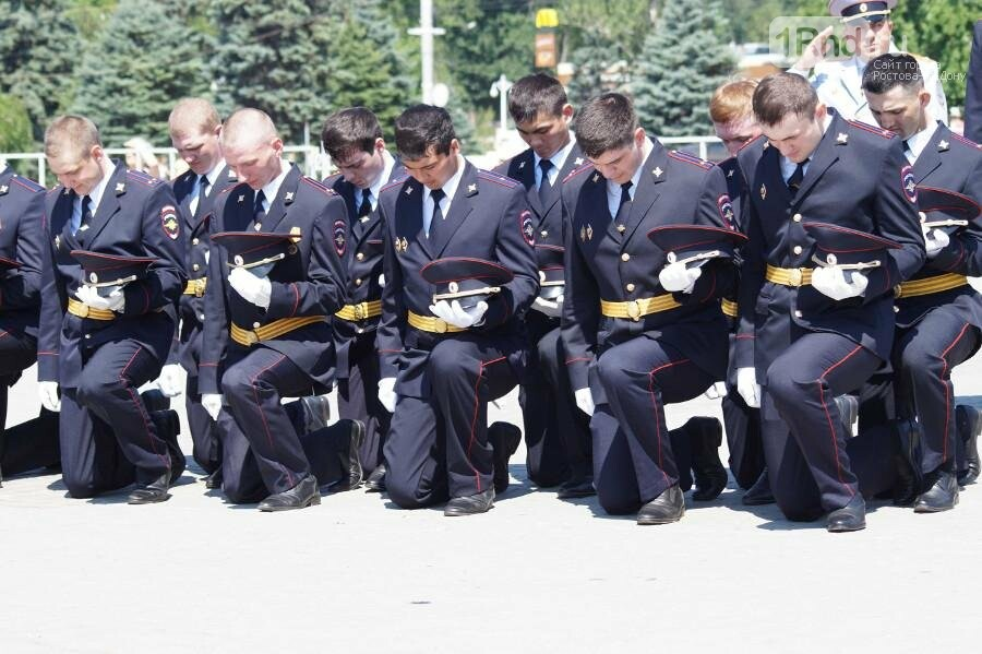 В Ростове на Театральной площади прошёл выпуск курсантов РЮИ, фото-5