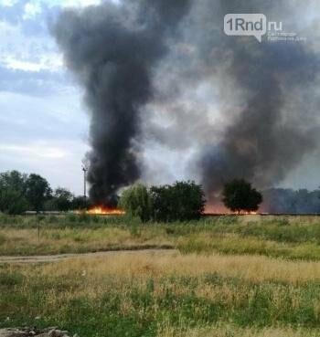 В вагоноремонтном депо Ростова загорелись три вагона, фото-1