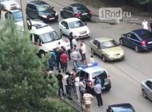 На Западном в Ростове толпа мужчин избила прохожего, фото-1