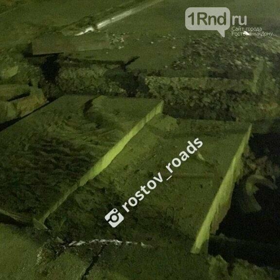 В Ростове Land Cruiser попал в коммунальный раскоп и перевернулся, фото-1
