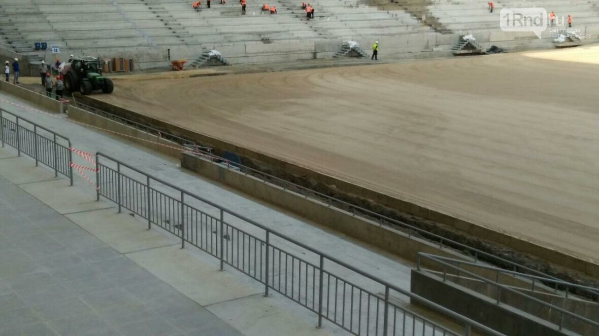 На «Ростов-Арене» начали засеивать футбольное поле, фото-3