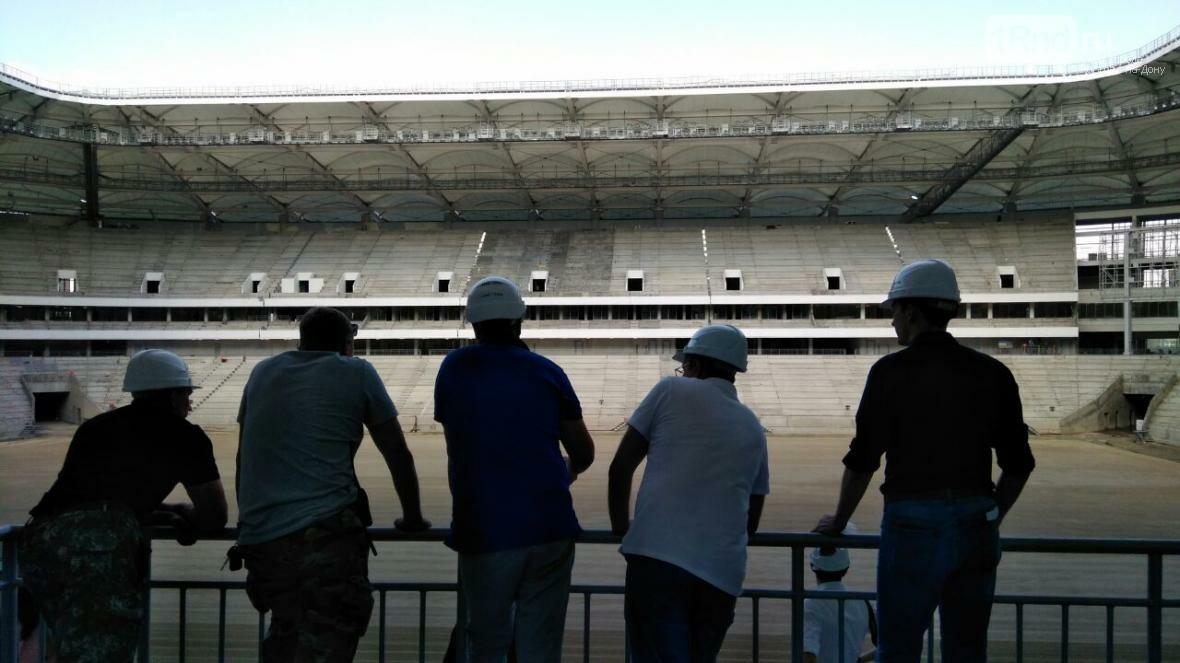 На «Ростов-Арене» начали засеивать футбольное поле, фото-1