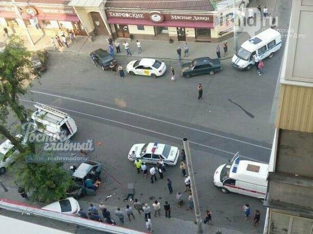 В Ростове ВАЗ-2109 насмерть сбил пешехода и влетел в иномарку, фото-2