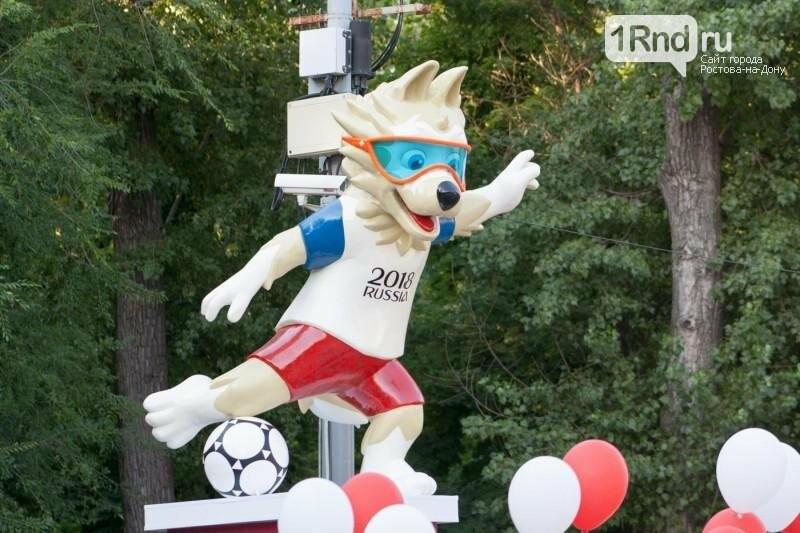Первая объемная скульптура к ЧМ-2018 установлена в Ростове-на-Дону, фото-2, Фото: Саша Савичева / 1rnd.ru