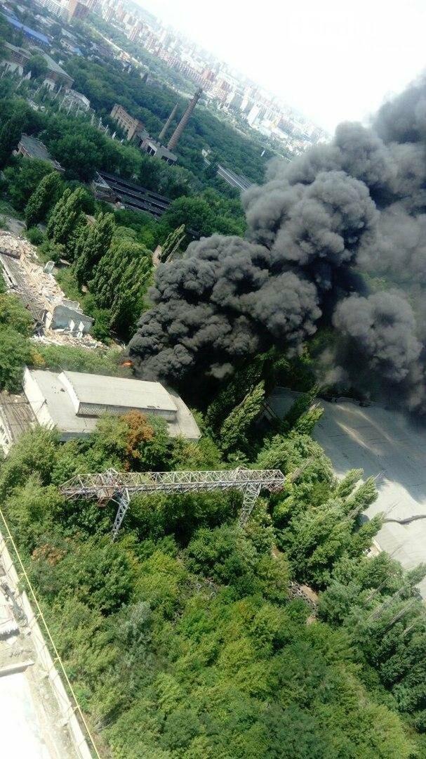 В Ростове на территории бывшего завода «Электроаппарат» произошел пожар, фото-6, Фото: соцсети