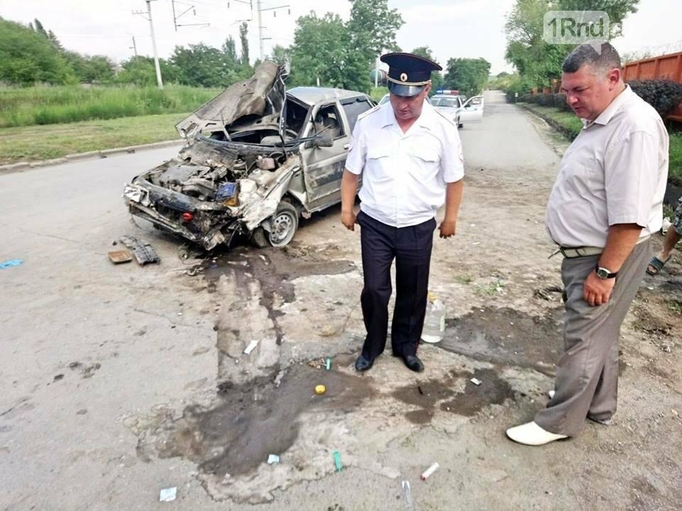 """В Красном Сулине 34-летняя женщина-водитель врезалась в бетонный забор, фото-1, Фото:группа """"Красный Сулин"""" в facebook """""""