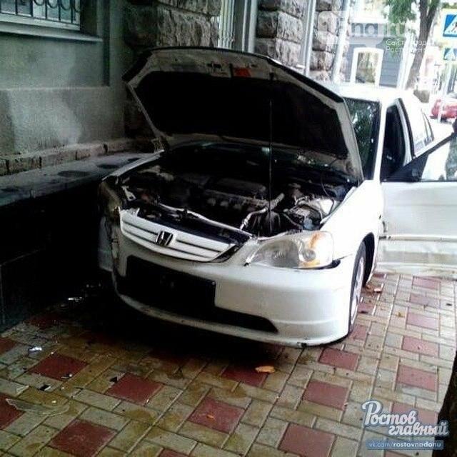 В центре Ростова автоледи устроила ДТП и обвинила в произошедшем навигатор, фото-5