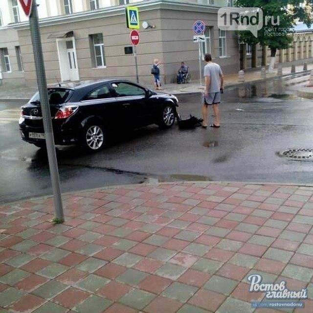 В центре Ростова автоледи устроила ДТП и обвинила в произошедшем навигатор, фото-2