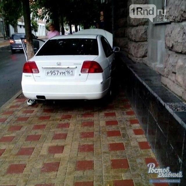 В центре Ростова автоледи устроила ДТП и обвинила в произошедшем навигатор, фото-3
