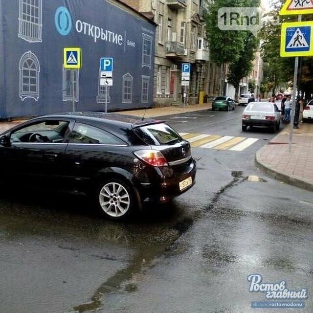 В центре Ростова автоледи устроила ДТП и обвинила в произошедшем навигатор, фото-1