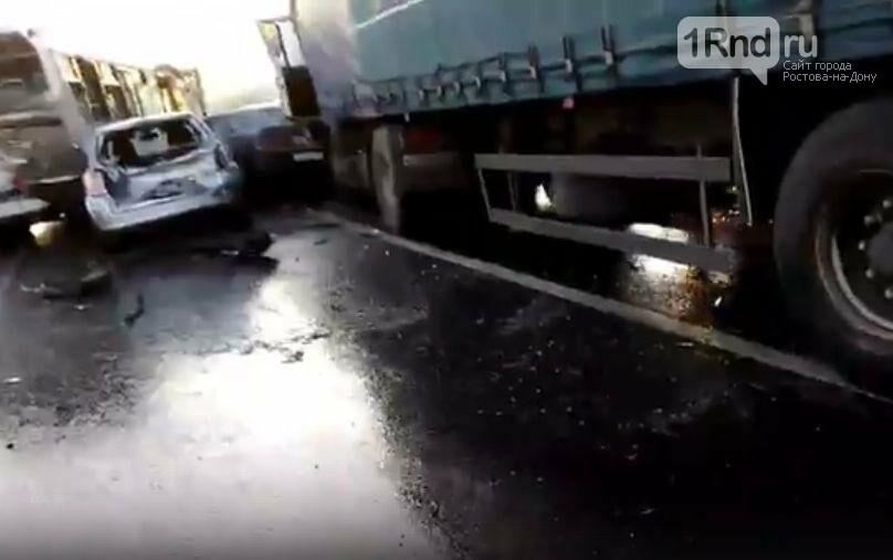 В Белокалитвинском районе в массовом ДТП  пострадали пять человек, фото-1, Скриншоты с видео