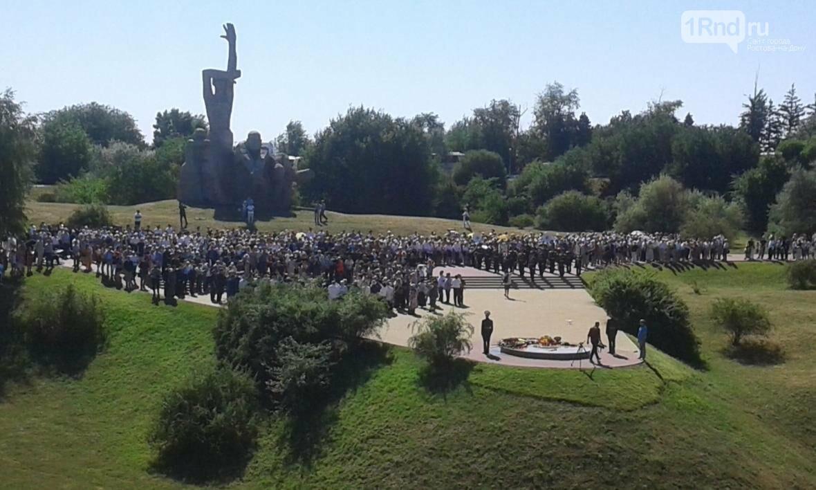 Акция памяти жертв массовых расстрелов в Змиевской балке проходит в Ростове-на-Дону, фото-6