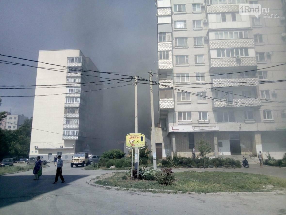 """Пожарные тушат возгорание в цехе мороженого в Таганроге, фото-3, Фото: паблик """"Подслушано в Таганроге"""""""
