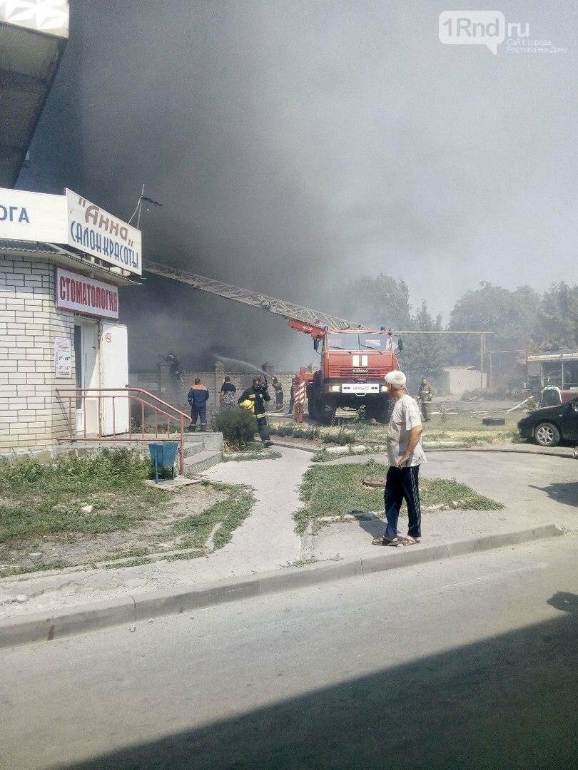 """Пожарные тушат возгорание в цехе мороженого в Таганроге, фото-2, Фото: паблик """"Подслушано в Таганроге"""""""