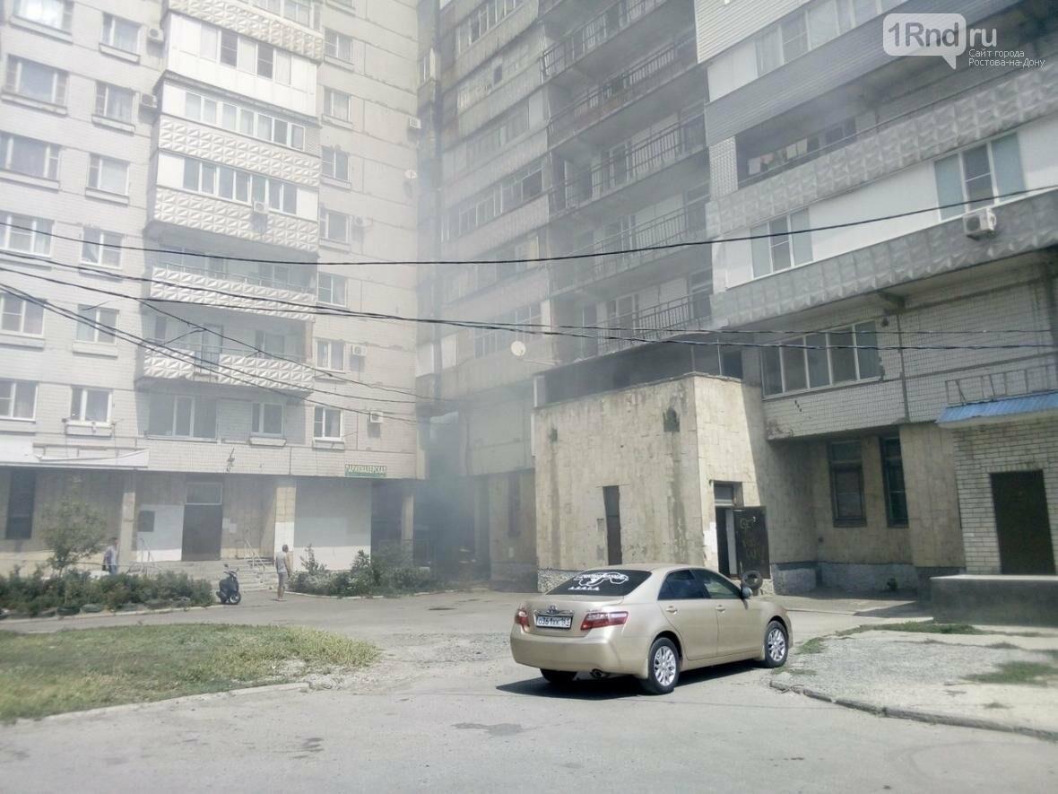 """Пожарные тушат возгорание в цехе мороженого в Таганроге, фото-4, Фото: паблик """"Подслушано в Таганроге"""""""