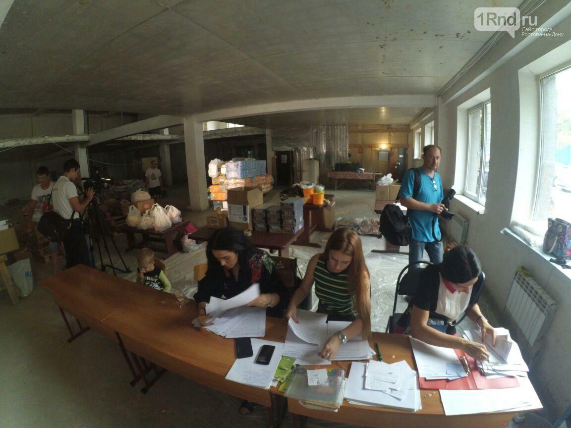 Дружный город: в Ростове всем миром собирают помощь для погорельцев, фото-1, Фото: Саша Савичева / 1rnd.ru