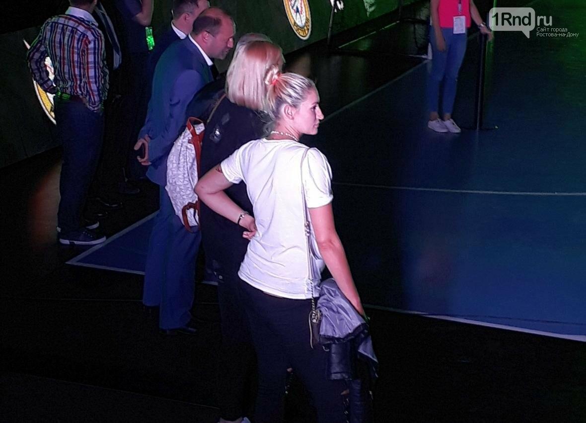 Зрителей было немного, но будущие мамы Сень и Бобровникова не бросили своих