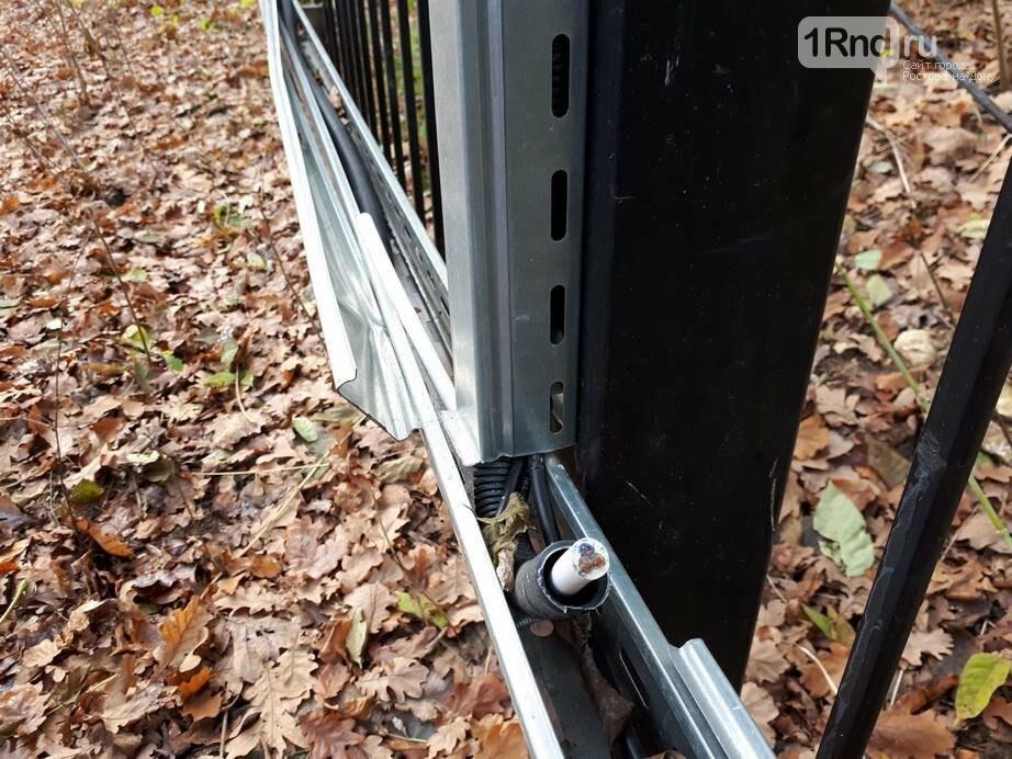 В Ботаническом саду Ростова неизвестные украли кабель-каналы системы видеонаблюдения, фото-1