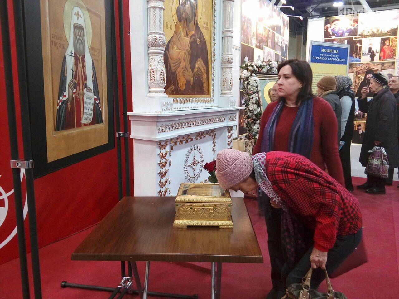 Огромная очередь выстроилась на поклонение иконе и мощам Серафима Саровского в Ростове, фото-2