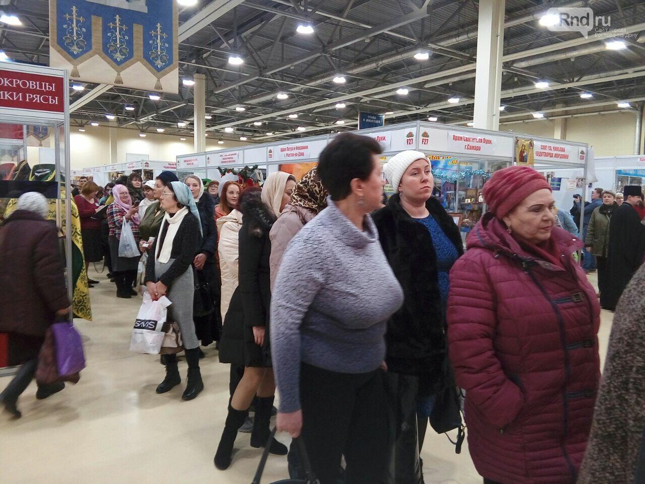 Огромная очередь выстроилась на поклонение иконе и мощам Серафима Саровского в Ростове, фото-1