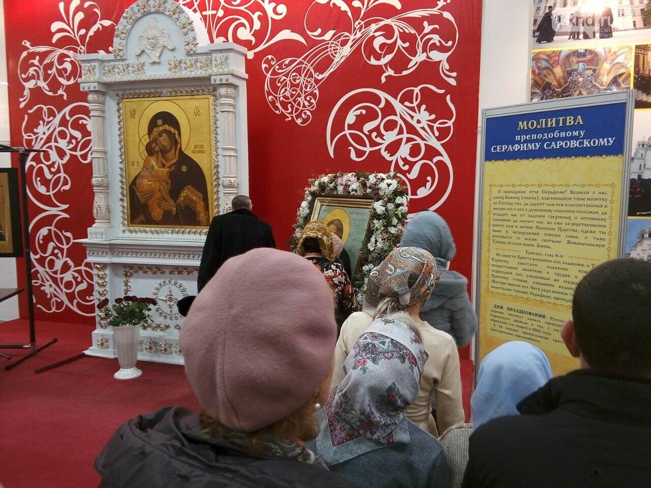 Огромная очередь выстроилась на поклонение иконе и мощам Серафима Саровского в Ростове, фото-3