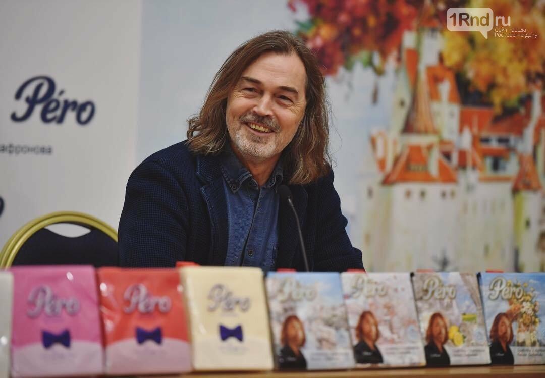 Искусство везде - донская компания начала продавать салфетки с картинами Никаса Сафронова