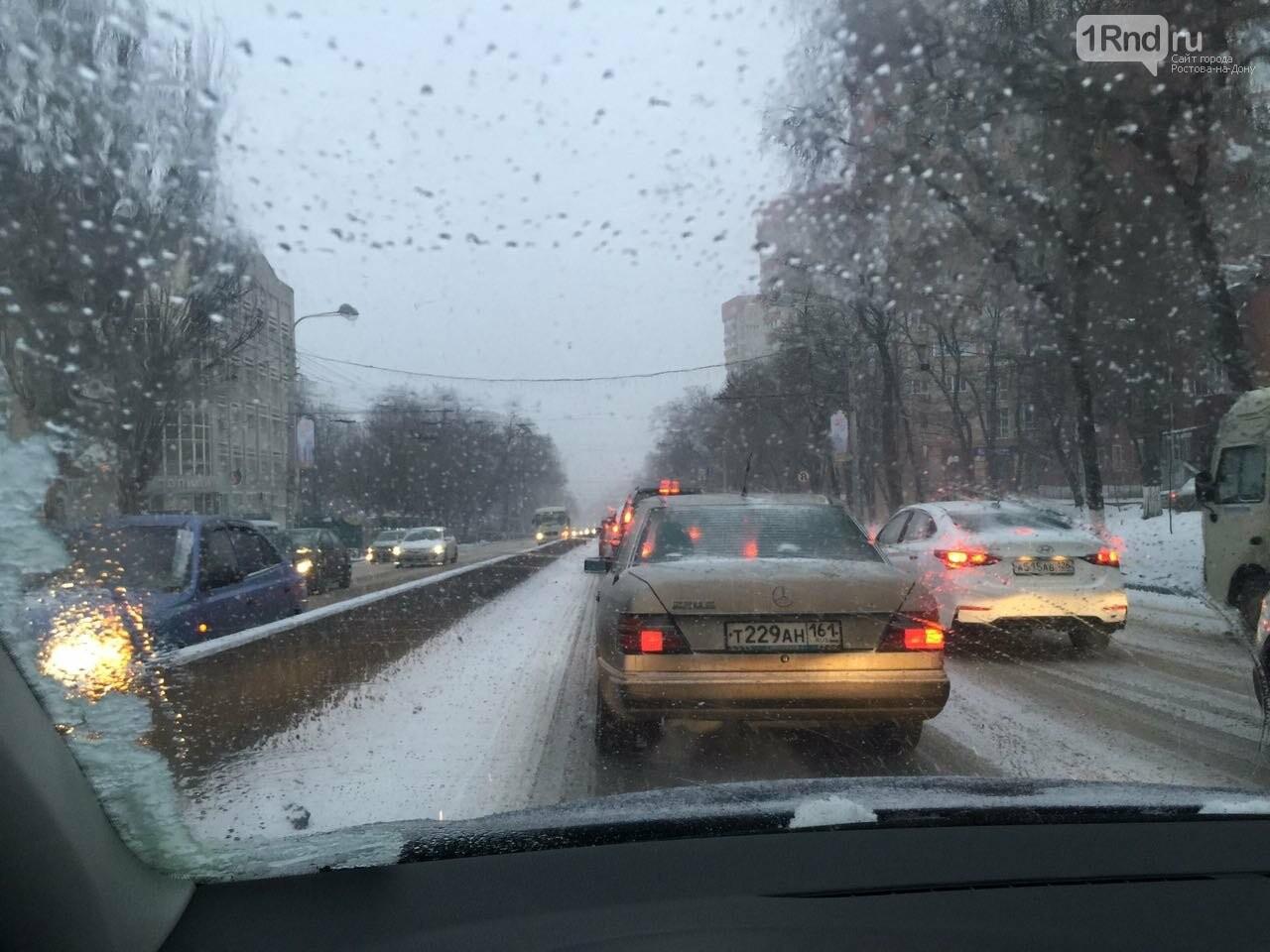 Из-за снегопада и пятницы Ростов встал в 10-балльных пробках, фото-3