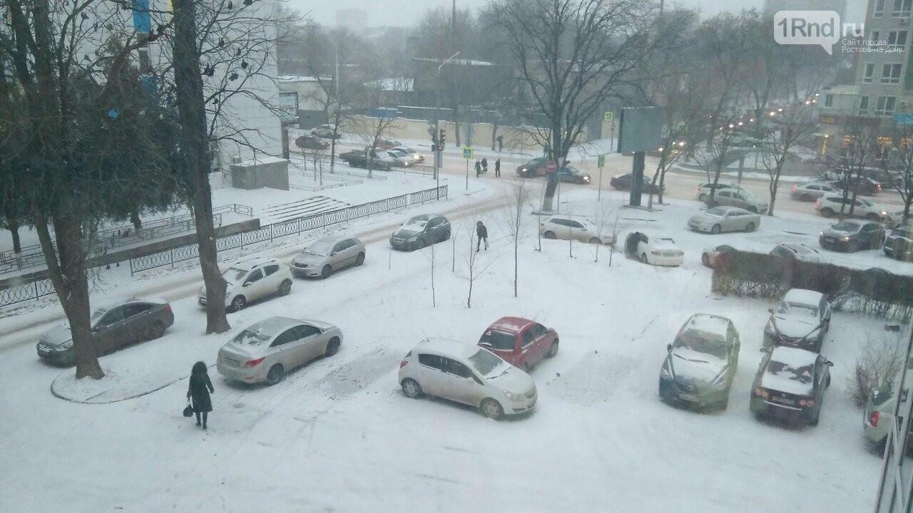 Из-за снегопада и пятницы Ростов встал в 10-балльных пробках, фото-1