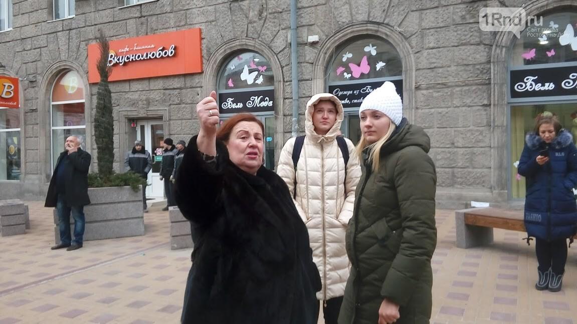 В центре Ростова на дорогу рухнули строительные леса - фото и видео, фото-5