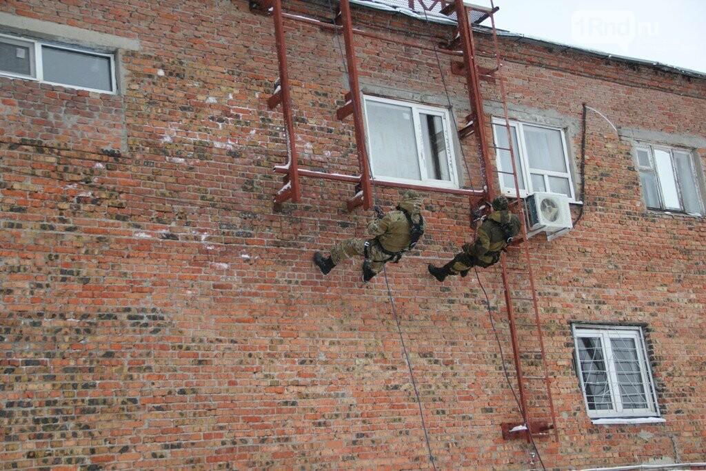 Взрывы,танки, автоматы: в Ростове спецназовцы отметили 27 годовщину ярким шоу, фото-9