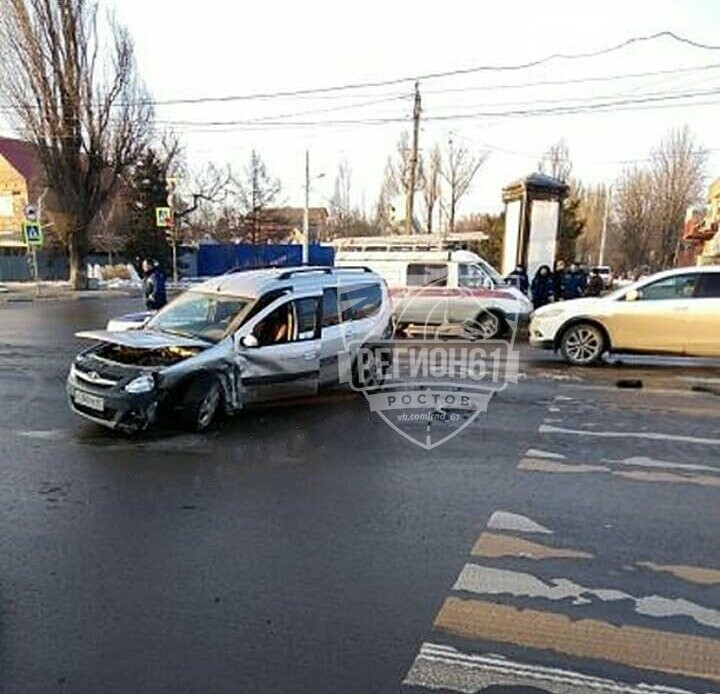 Месиво: две иномарки столкнулись на проспекте Стачки в Ростове, есть пострадавшие, фото-2