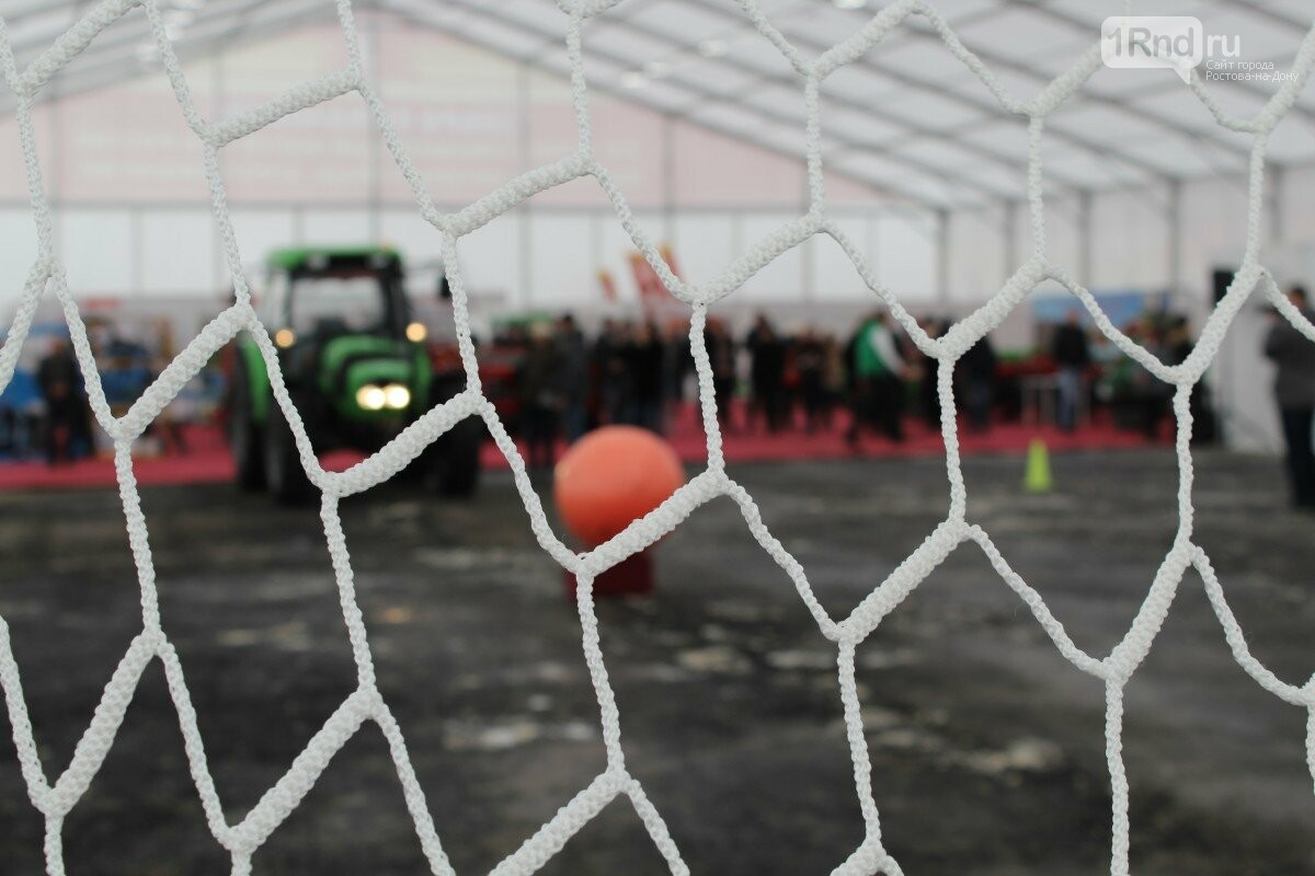 В Ростове-на-Дону прошли соревнования по трактоболу, фото-3, Фото: Саша Савичева / 1rnd.ru