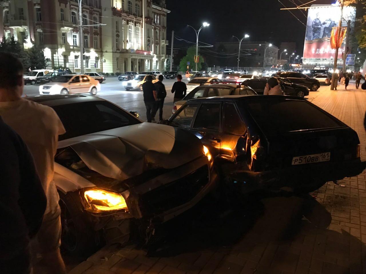 Новые подробности: виновником массовой аварии на Театральной площади стал иностранец, фото-2, Фото: предоставлено очевидцем