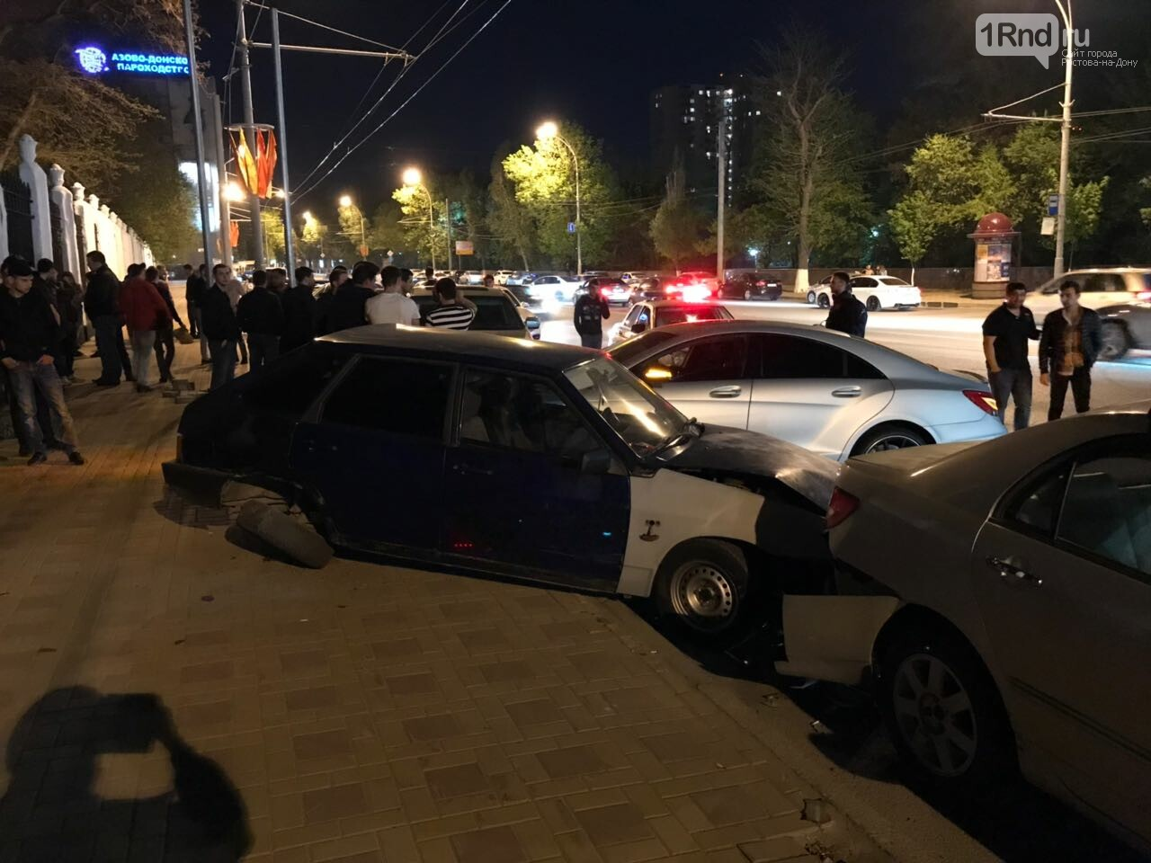 Новые подробности: виновником массовой аварии на Театральной площади стал иностранец, фото-1, Фото: предоставлено очевидцем