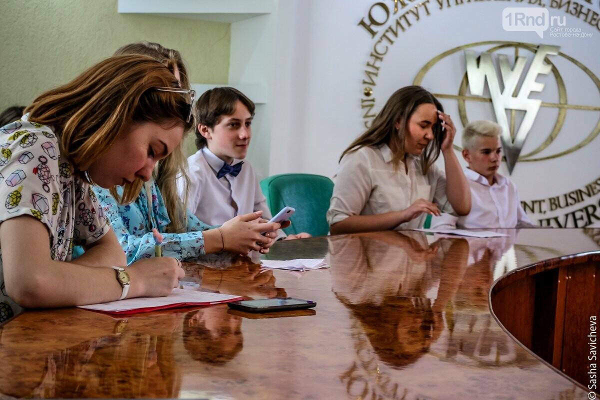 Выиграть учебу в вузе — легко: в Ростове прошел финал проекта «До лампочки» , фото-4, Фото: Саша Савичева / 1rnd.ru