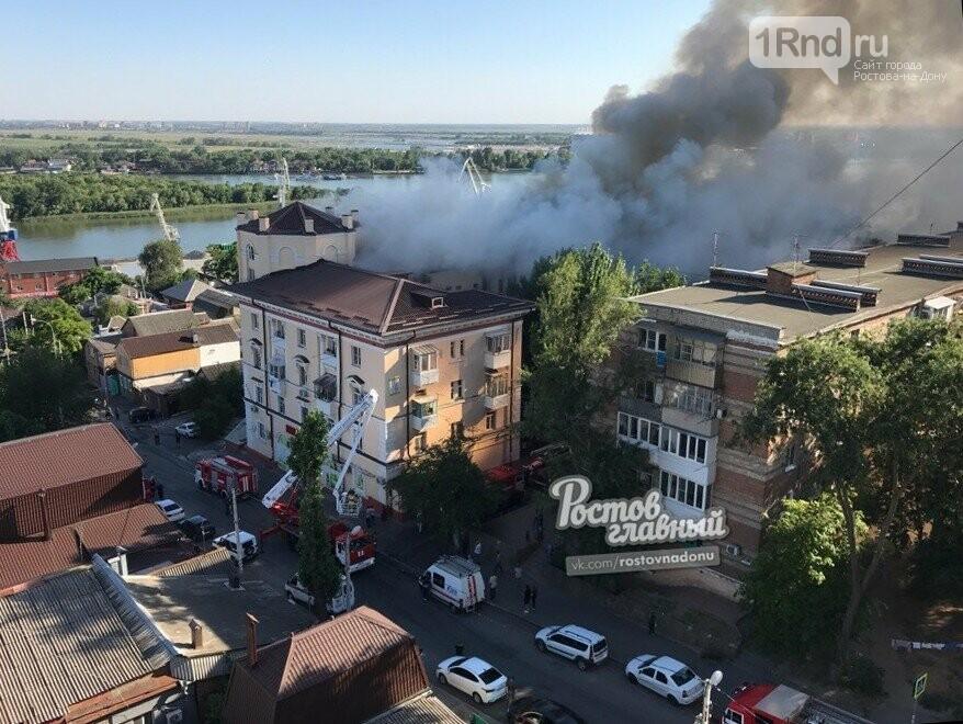 Жилой дом загорелся рядом с фан-зоной в Ростове-на-Дону, фото-2