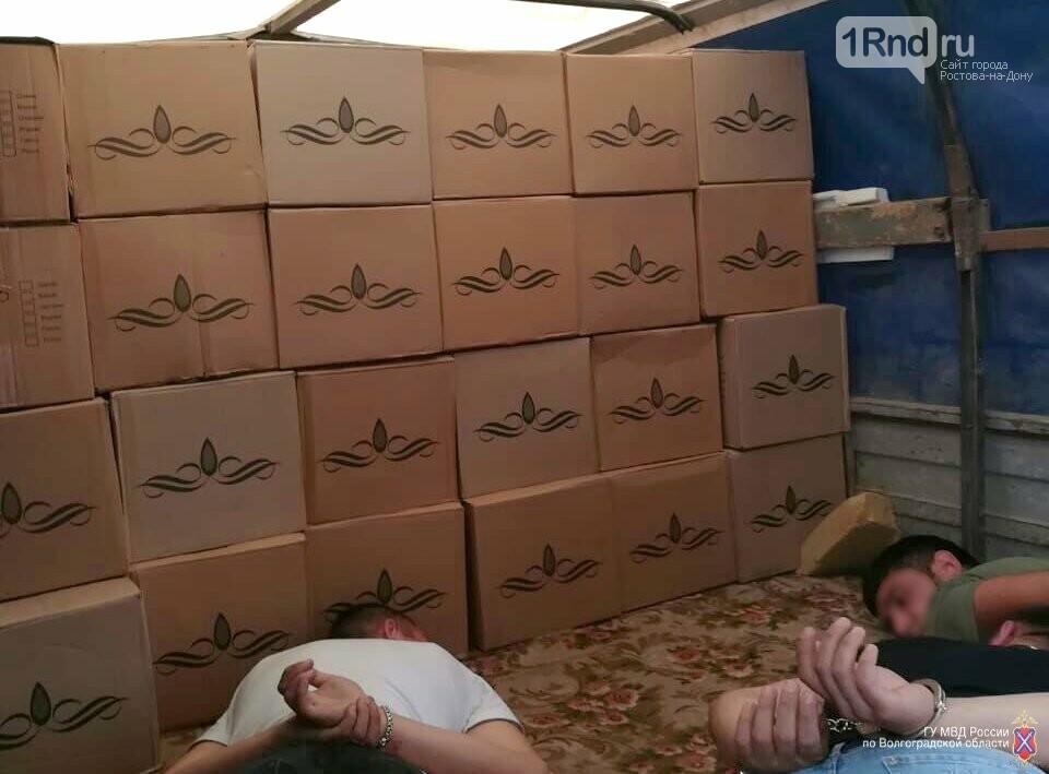 Волгоградские оперативники МВД и ФСБ «накрыли» цех поддельного алкоголя в Ростовской области, фото-1