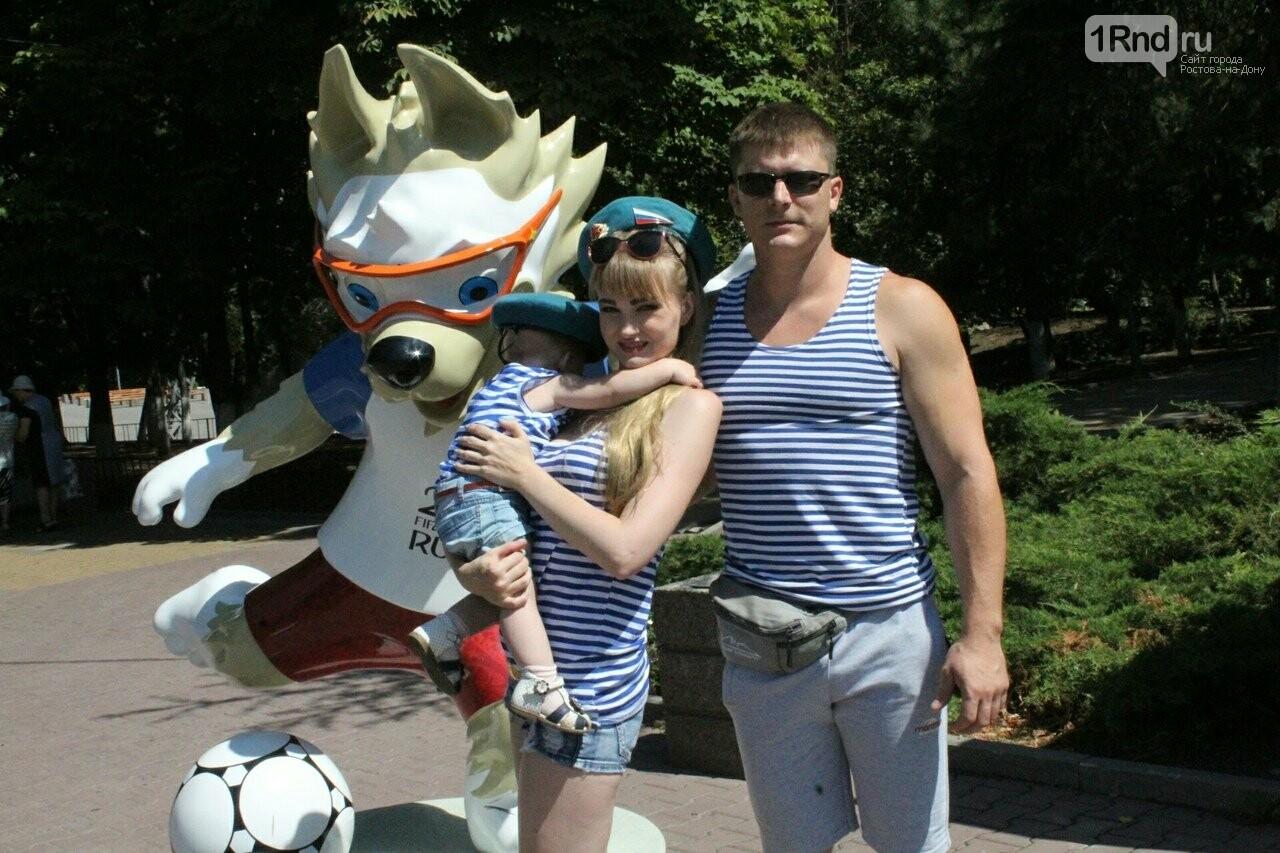 Андрей (служил в Чечне) отмечает праздник с семьей, Фото: Саша Савичева / 1rnd.ru