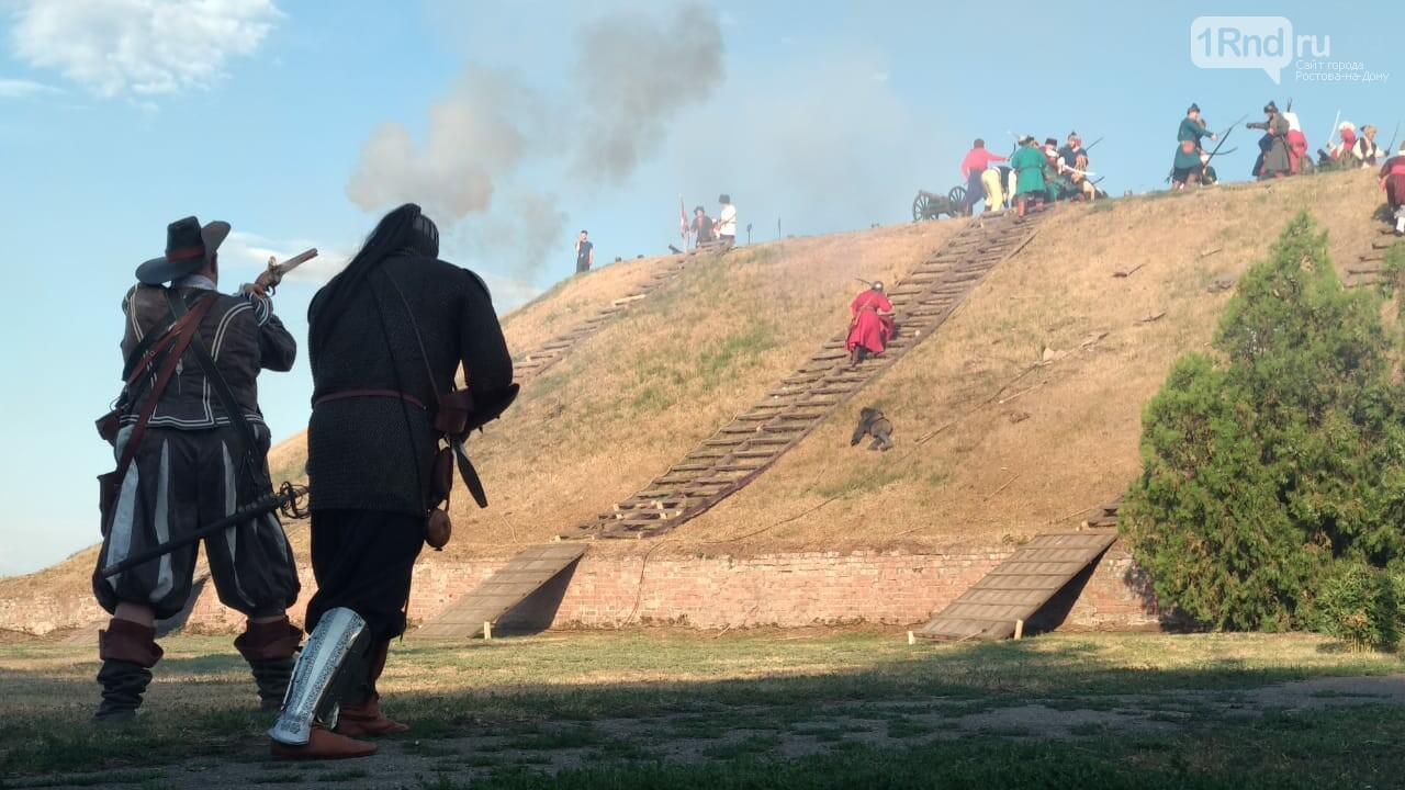 В Азове показали реконструкцию сражения донских казаков за Азовскую крепость, фото-2, Фото: 1rnd.ru