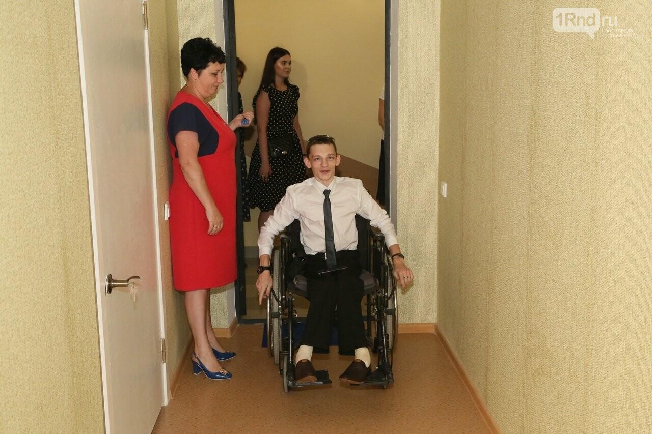 В Ростовской области для сироты с инвалидностью построили особенную квартиру, фото-1