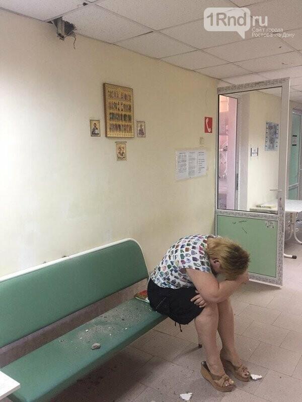 В Таганроге на головы пациентов поликлиники свалилась металлическая труба, фото-1