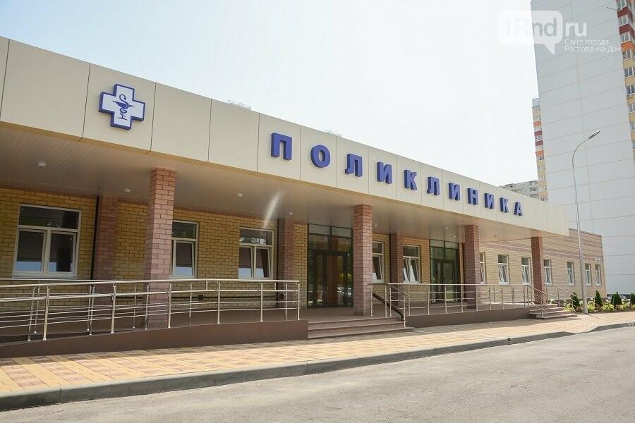 В Ростове ветер испортил фасад новой поликлиники в Суворовском, фото-1
