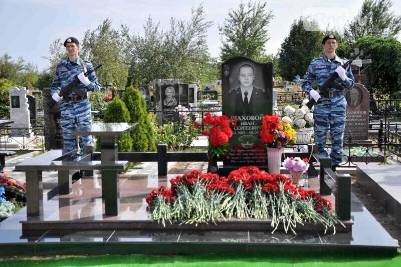 В Ростовской области почтили память полицейского, погибшего при задержании банды амазонок, фото-1