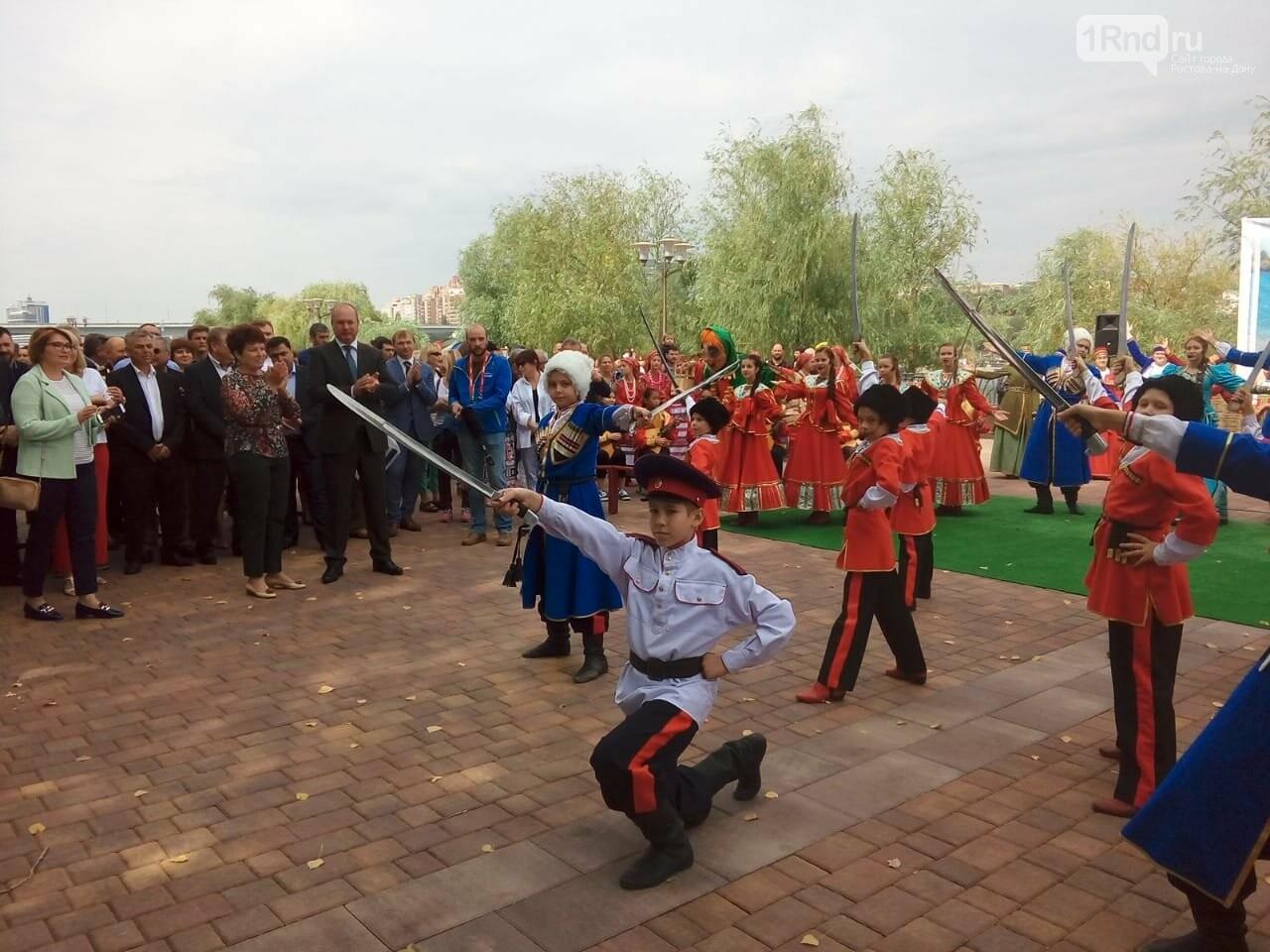 Видео дня: Виталий Кушнарев сыграл в баскетбол на открытии дня города в Ростове, фото-1, Фото: Анна Дунаева / 1rnd.ru