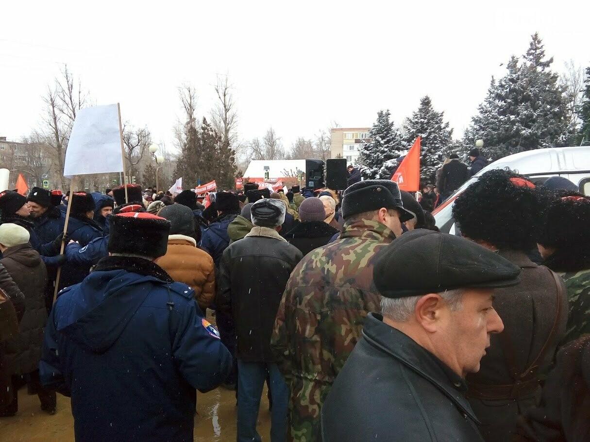 Сотни аксайчан вышли на митинг против присоединения к Ростову, фото-7