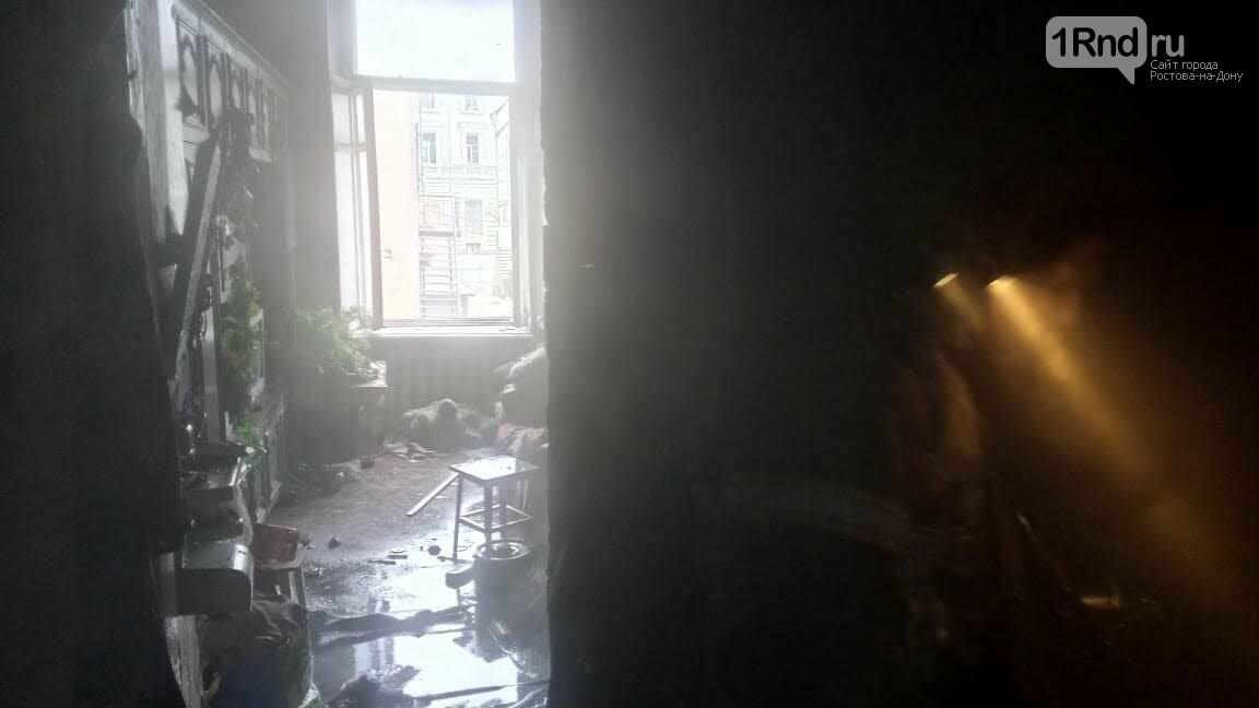 Трехэтажный дом загорелся в центре Ростова-на-Дону, фото-2