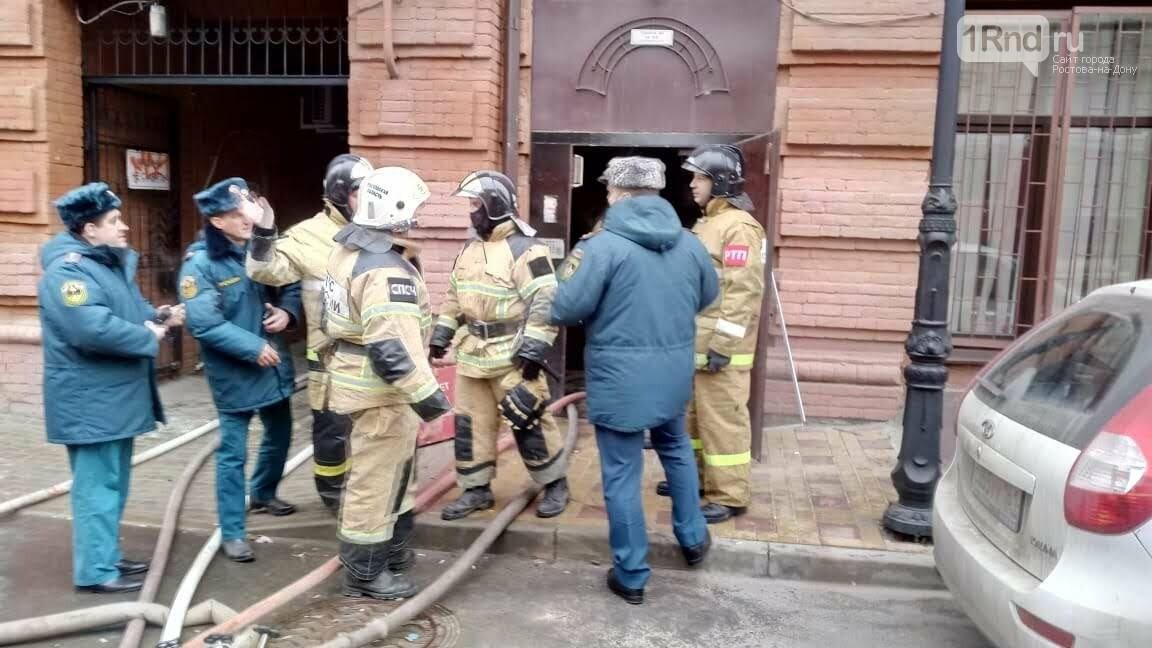 Трехэтажный дом загорелся в центре Ростова-на-Дону, фото-4