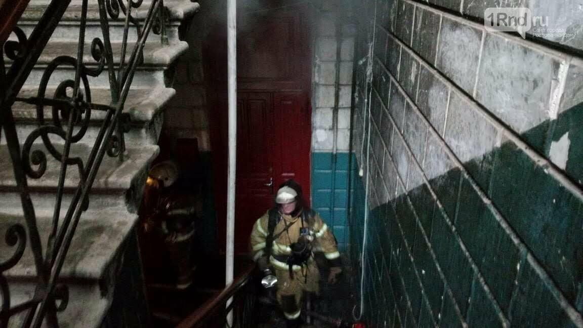 Трехэтажный дом загорелся в центре Ростова-на-Дону, фото-3