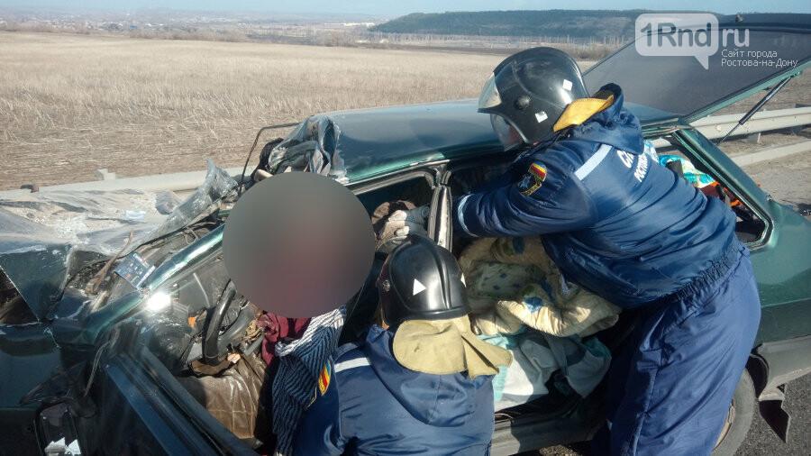 В Ростовской области при столкновении с КАМАЗом погиб водитель легковушки, фото-1